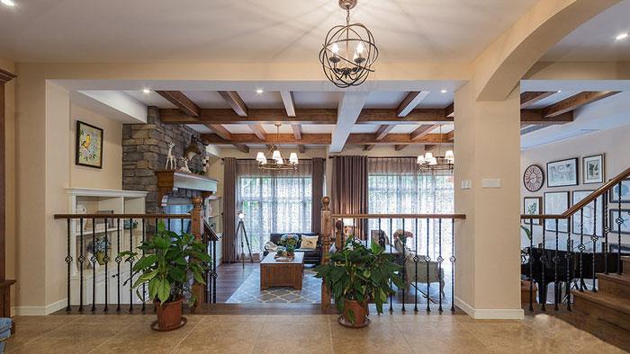 美式风格别墅楼梯间装修设计效果图