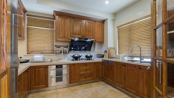 美式风格别墅厨房装修设计效果图