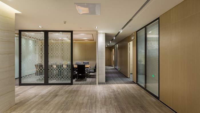 杭州阳和投资办公室走廊隔断装修设计案例效果图