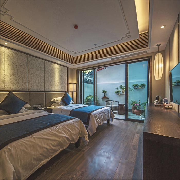 一楼双人客房的设计:此处位于酒店的一个角落
