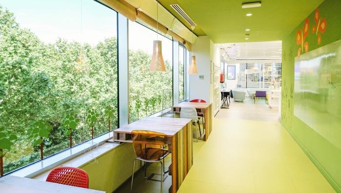 食品公司办公室走廊装修设计案例效果图