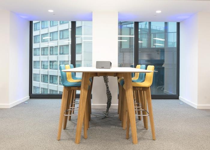 IT公司办公室小型会议室装修设计案例效果图