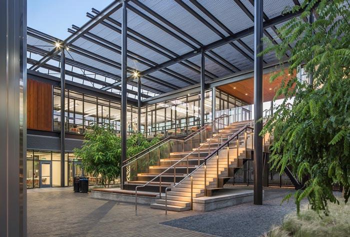 能源厂房装修设计楼梯案例效果图