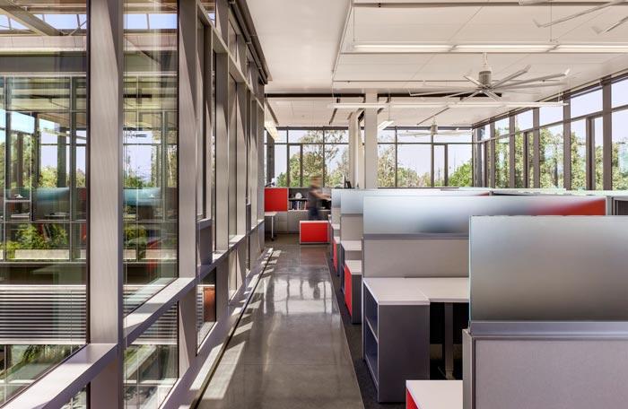 能源厂房办公区装修设计楼梯案例效果图