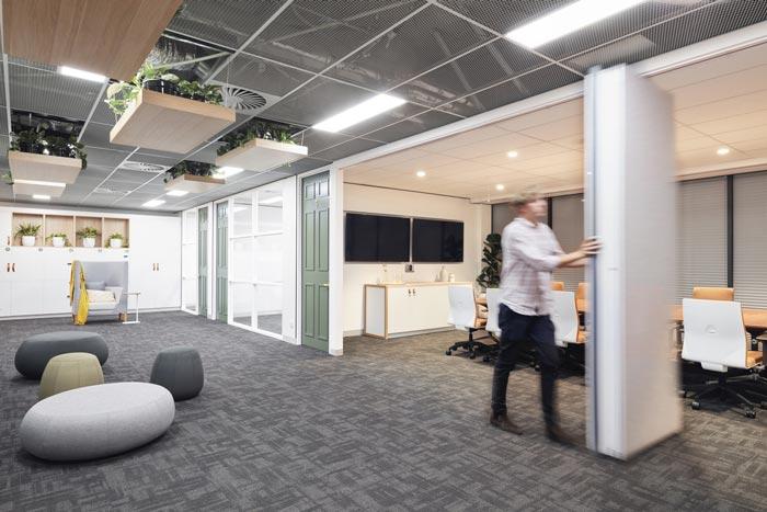 投资公司办公室会议室装修设计案例效果图