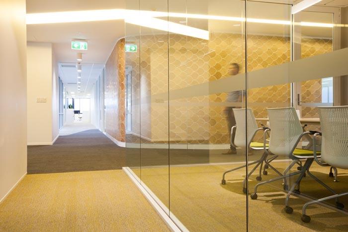 医疗器械公司办公室过道装修设计案例效果图