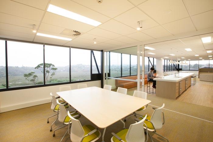 医疗器械公司办公室会议室装修设计案例效果图