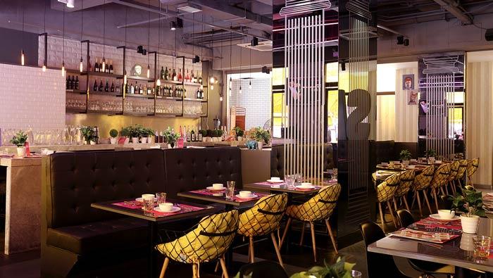 东南亚主题餐厅双人桌装修设计效果图