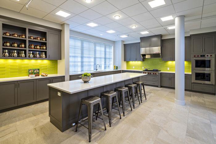 食品贸易公司办公室茶水间装修设计实景图