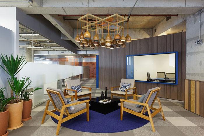 效果图 - 正文    本次为百货公司办公室装修设计效果图,设计师在办公