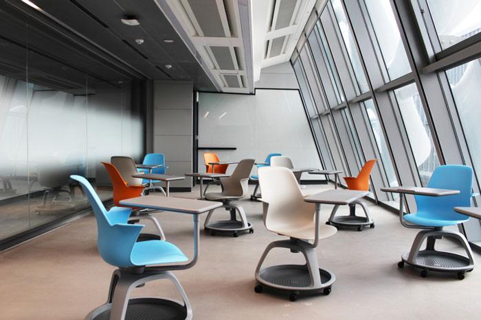 本次为塑料材料公司办公室装修设计效果图,办公室设计面积10000平方,设计师在办公室设计中,以简洁、创意为办公室关键词,目的就是希望简化办公效率,以最大限度地提高工作质量。   办公室俯视图