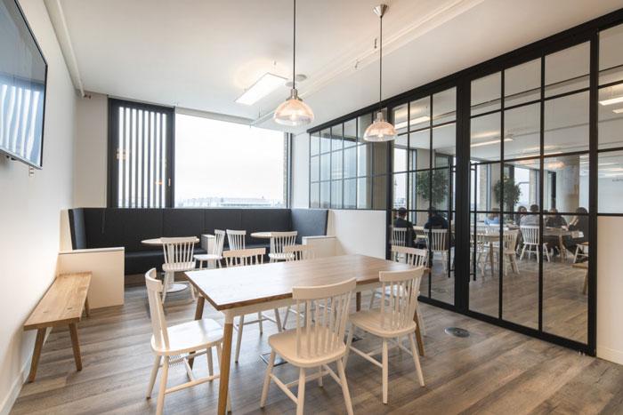 辦公室設計面積3000平方,設計師在辦公室設計中,以時尚,精美,溫馨