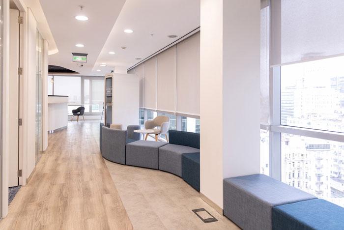 美容公司办公室过道休息区装修设计效果图