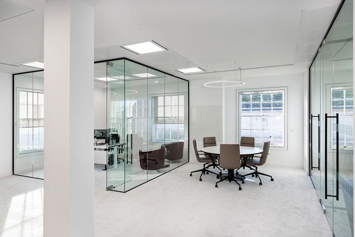 正文    本次为投资公司办公室装修设计效果图,办公室设计面积930平