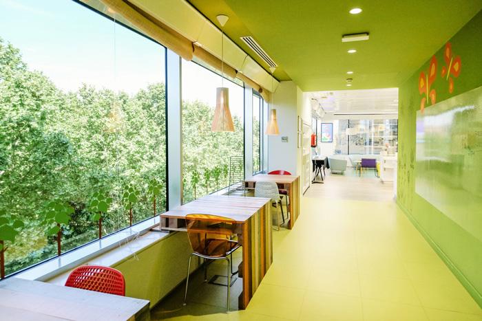 食品公司办公室走廊装修设计效果图
