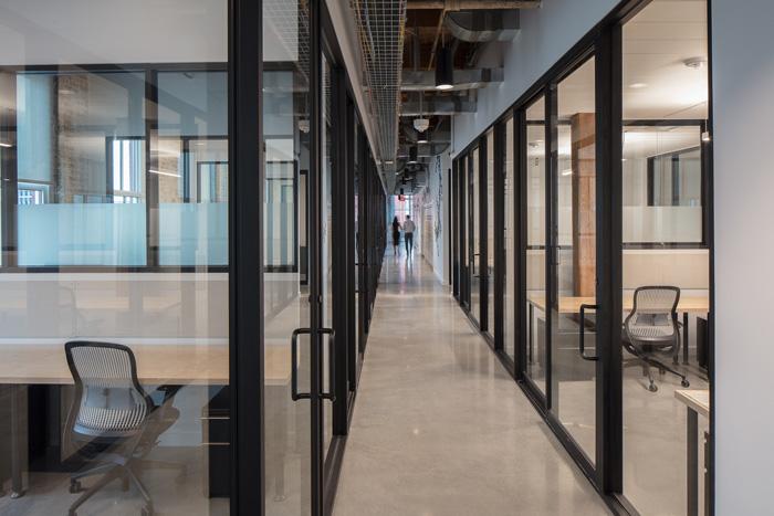联合办公空间过道装修设计效果图