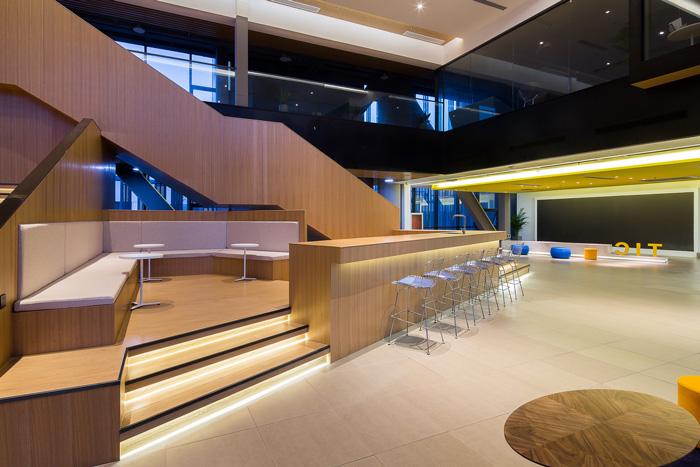 联合办公吧台内部装修设计效果图图片
