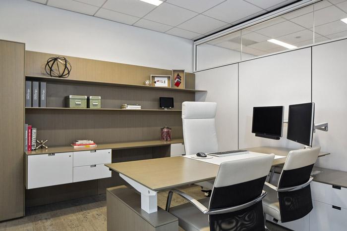 式办公室装修设计效果图讲解到此结束,设计师在办公室设计中,以现代