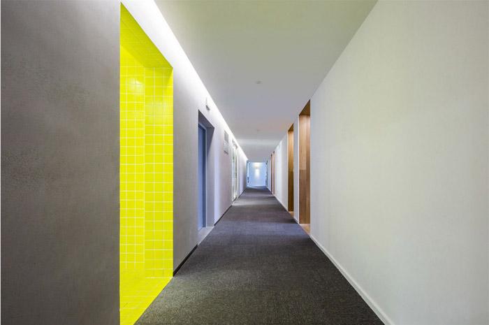 电商办公室走廊装修设计效果图