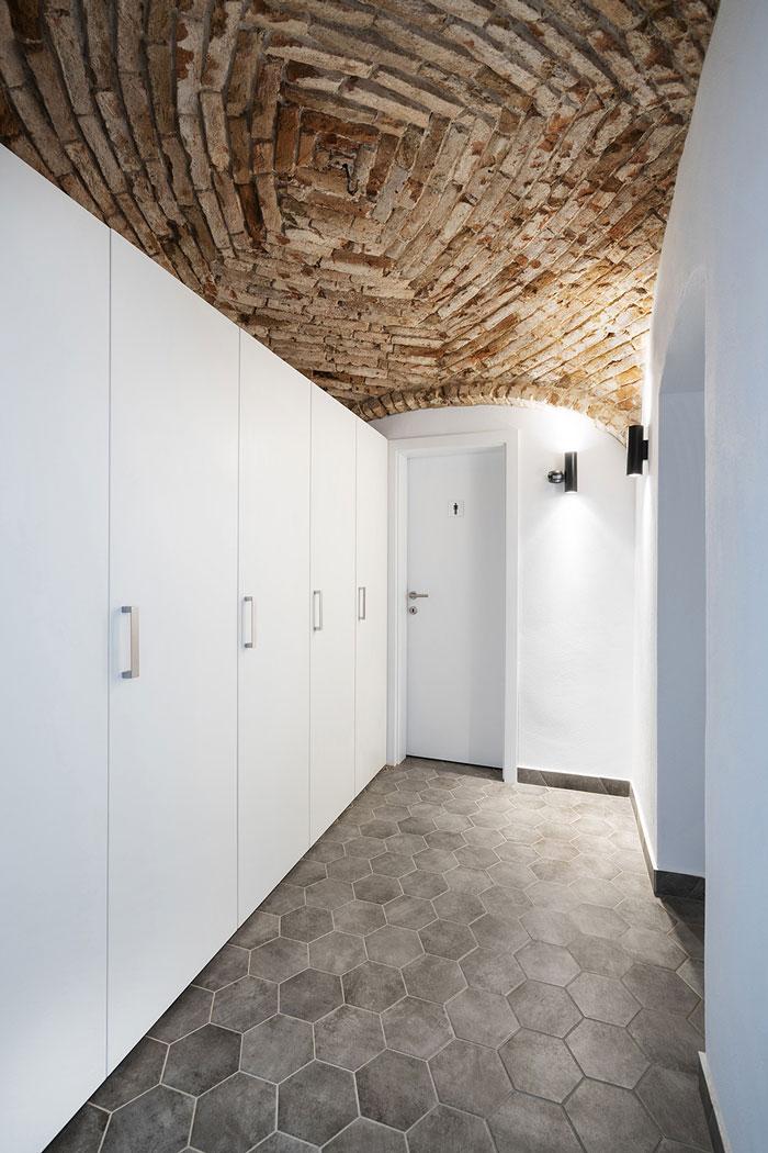 旧厂房改造办公室卫生间装修设计效果图