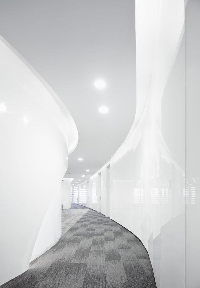 总部办公大楼过道装修设计效果图