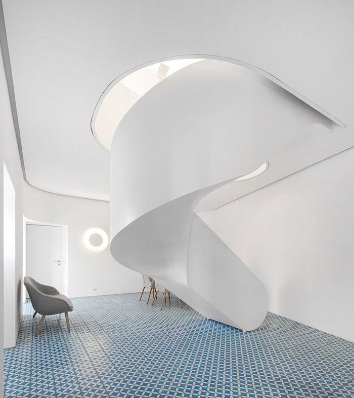 挑高层办公室交流区装修设计效果图