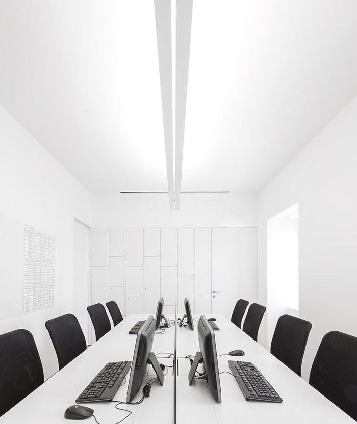 挑高层办公室办公区装修设计效果图