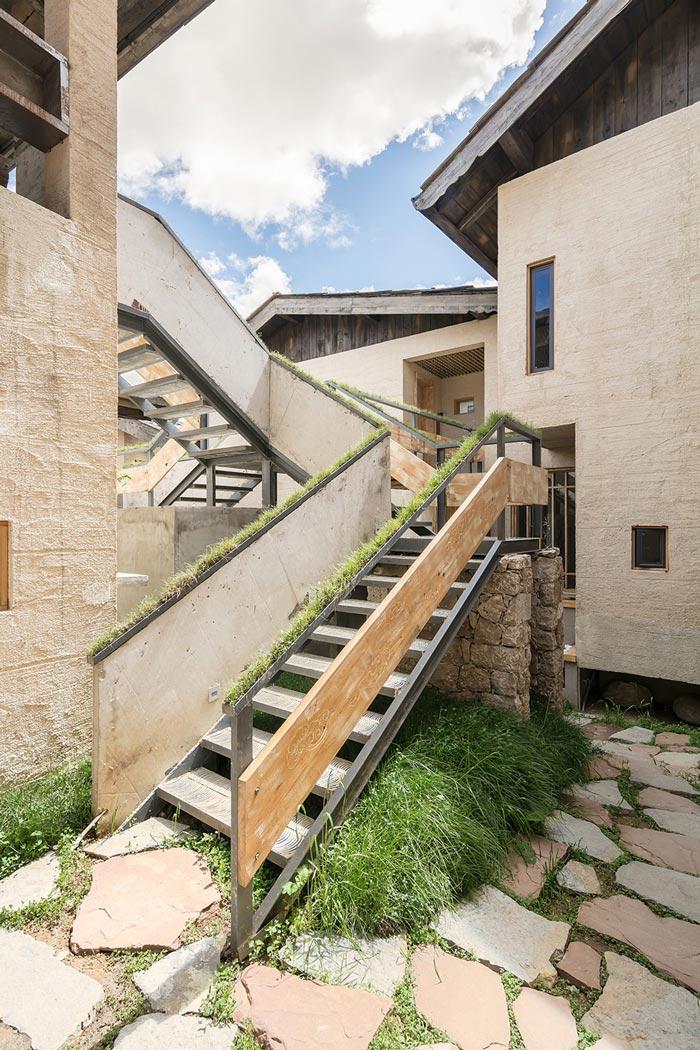 简约民宿楼梯装修设计效果图